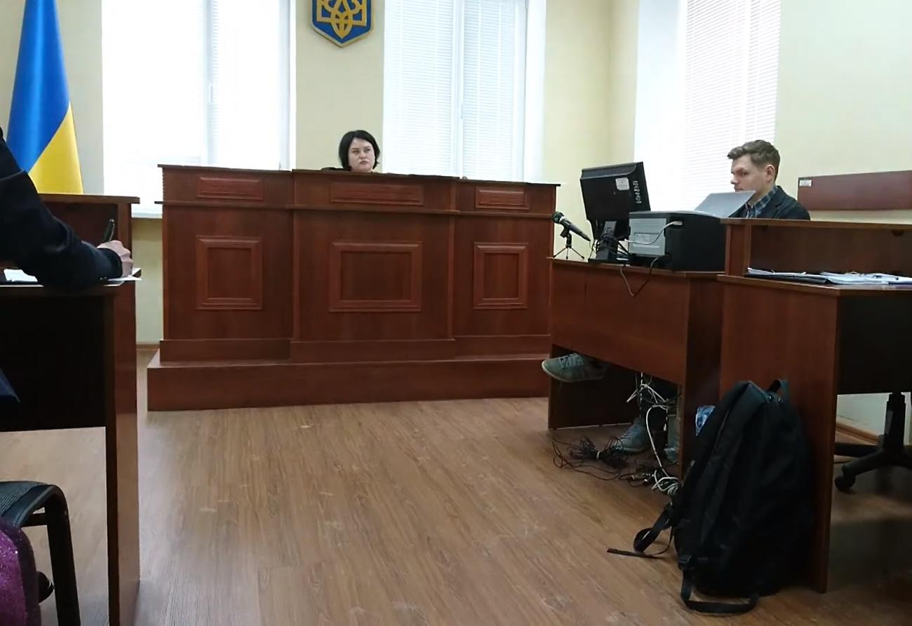 Екс-детектив НАБУ проти НАЗК: суд закічнив дослідження матеріалів справи та перейшов до судових дебатів
